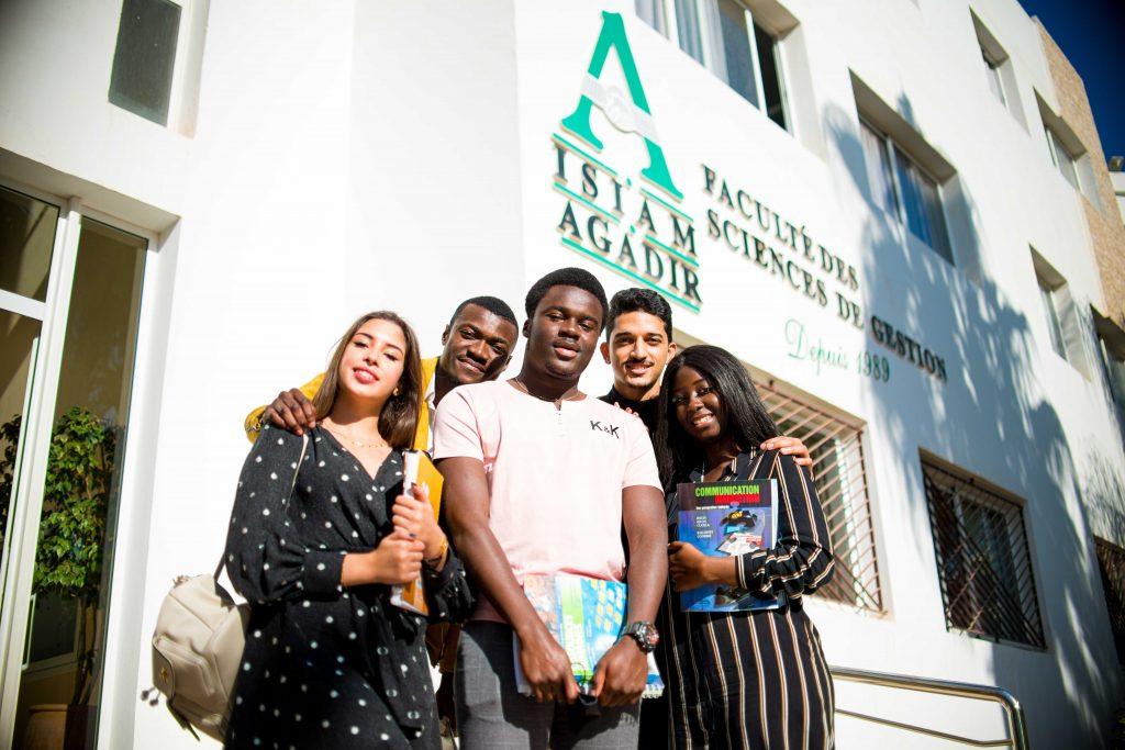 étudiants de la faculté des sciences de gestion isiam .