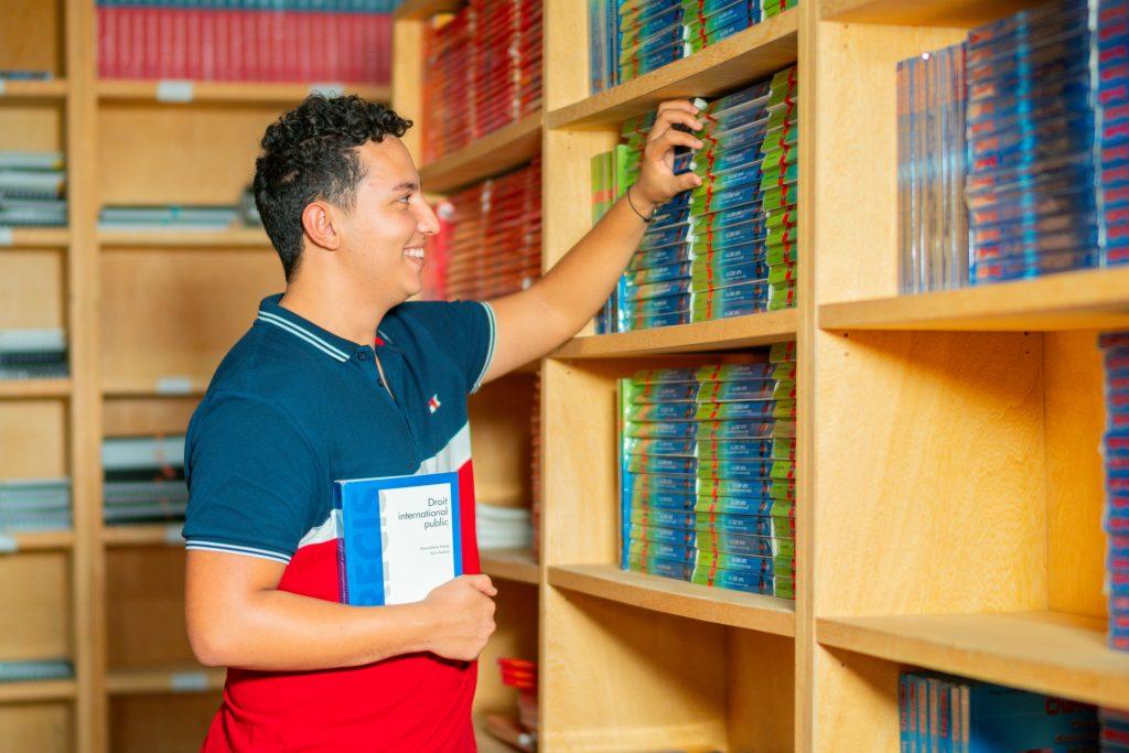 bibliothèque du campus Universiapolis .