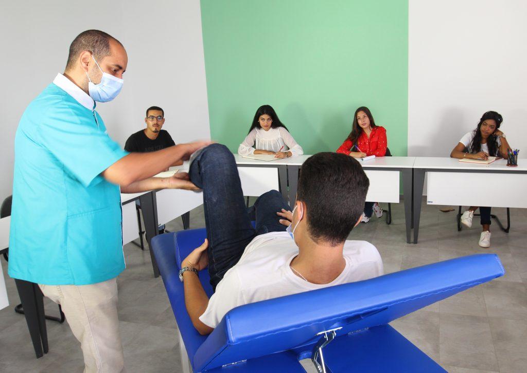 une formation pour les étudiants d'Universia'Health des méthodes d'évaluation et de traitement en kinésithérapie.