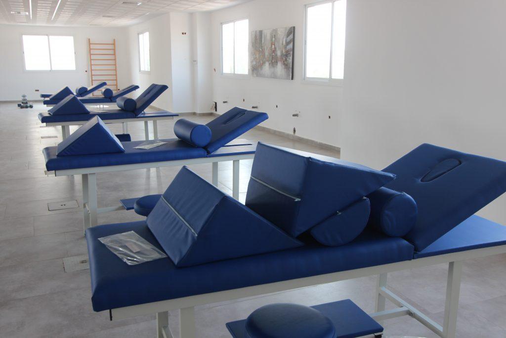 tables de massages et de rééducation.