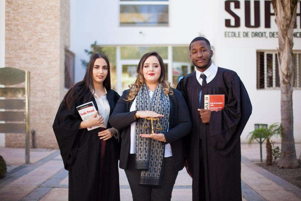 des étudiants de l'Ecole de Droit, des Sciences Politiques et Humaines.