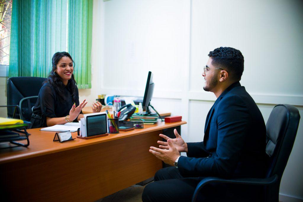 un lauréat de l'universiapolis lors d'un entretien .