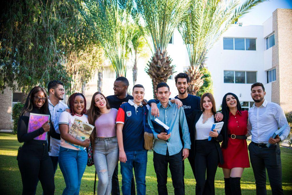 les étudiants des 4 écoles et faculté qui partagent une vie estudiantine commune.