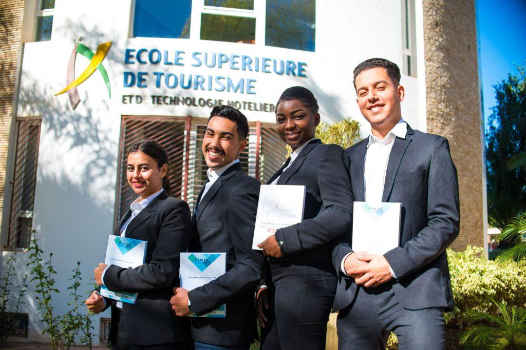 des étudiants de l'école de tourisme et de technologie hôtelière.
